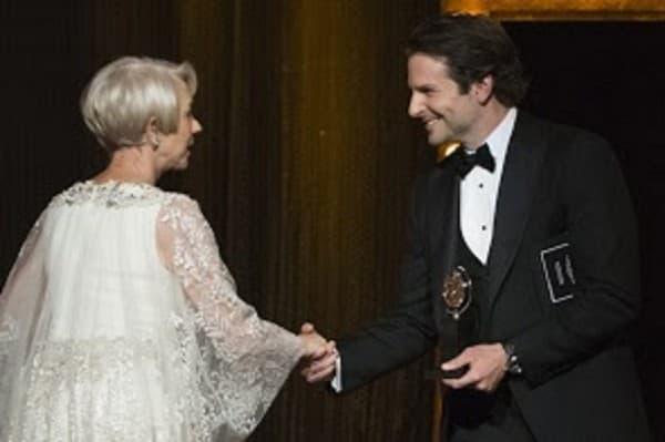 Helen je uričio nagradu kolega Bradley Cooper (foto: Celebrity Flow)