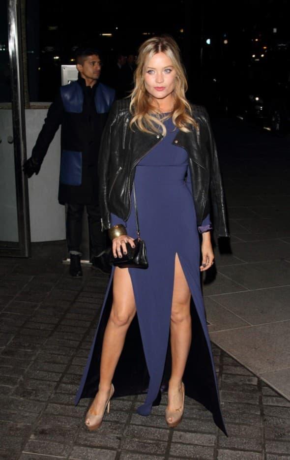 Voditeljka MTV-a oduzela je dah u ovoj tamno plavoj haljini koja odlično ističe njen seksipil (foto: WENN)
