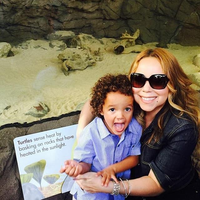Mama i oduševljeni sin u zoo vrtu (foto: Instagram)