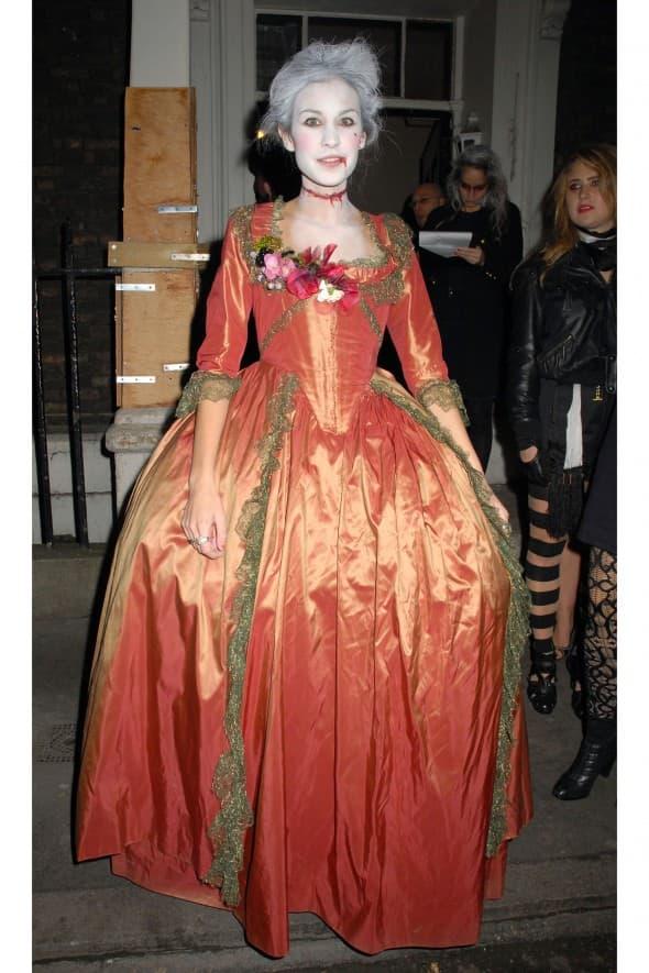 Alexa Chung kao zombi Marije Antonete 2008. godine (foto: WENN)