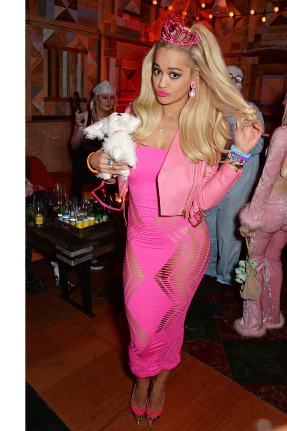 Rita Ora prošle godine kao Barbika (foto: Instagram)