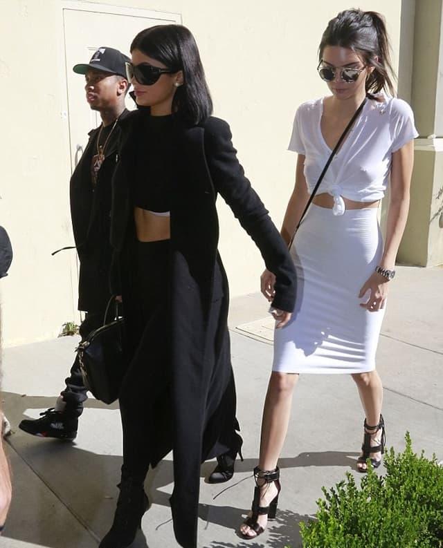 Kendall i Kylie su posle sinoćne revije doletele iz Njujorka (foto: AKM-GSI)
