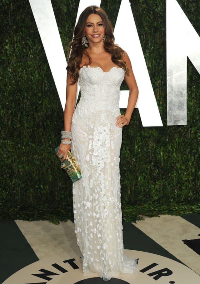 Lepa glumica se na crvenom tepihu često odlučuje za izazovne, bele haljine (foto: Wenn)