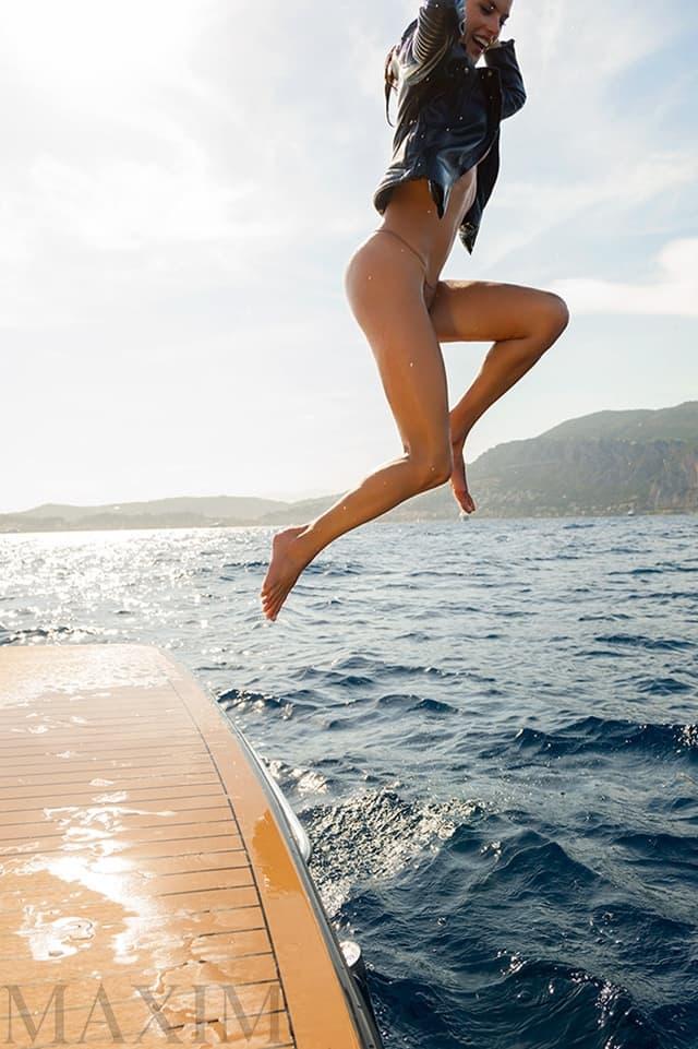 Bez obzira što su golišave fotografije sastavni deo njenog posla, maneknka kaže da ona samo igra ulogu (foto: Maxim)
