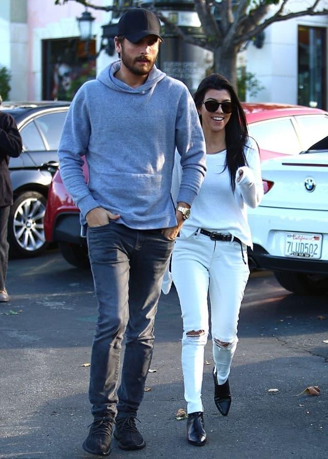 Par je delovao opušteno dok su išli ka restoranu u kom je Scott zaprosio Kourtney (foto: AKM-GSI)