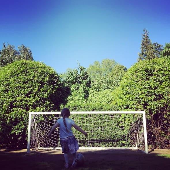 Harper igra fudbal (foto: Instagram)