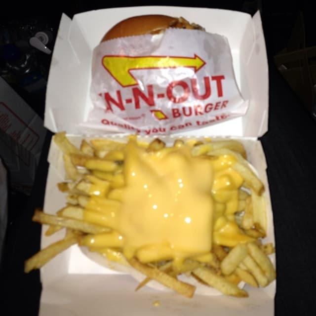 Kim, naročito u trudnoći, nije mogla bez burgera (foto: Instagram)