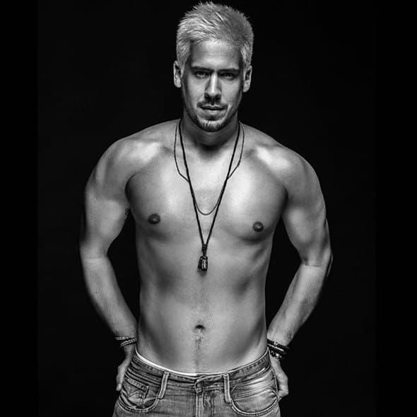Popularnom pevaču nije potrebna majica, slažete li se? (foto: Instagram)