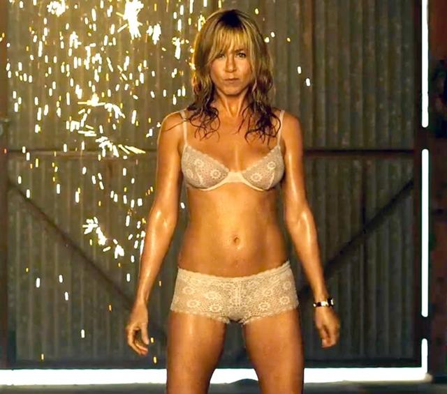 Svi su ostali bez reči kada je pokazala savršeno telo u komediji 'We are the Millers' (foto: Screenshot)