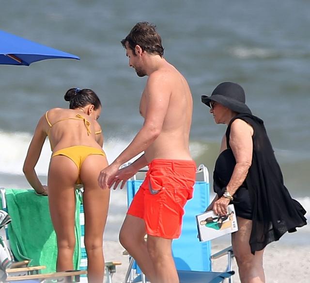 Bradley je sa majkom i devojkom nedavno bio na odmoru u Atlantik Sitiju (foto: VintagePhotos)