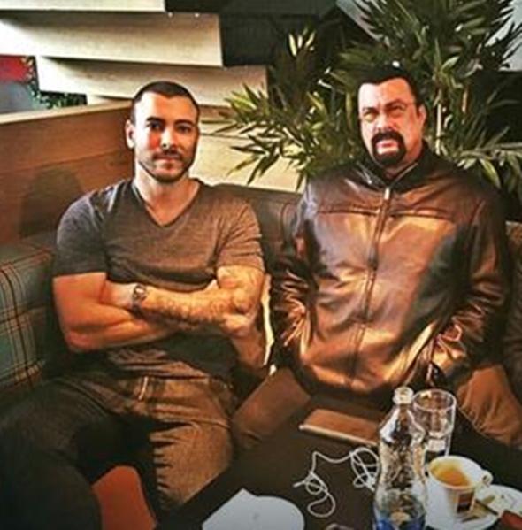 Kaskader Uroš Ćertić i Steven Seagal (foto: facebook)