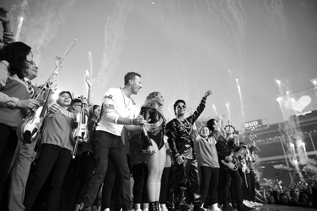 Beyonce na sceni sa grupom Coldplay i Bruno Marsom (foto: Instagram)