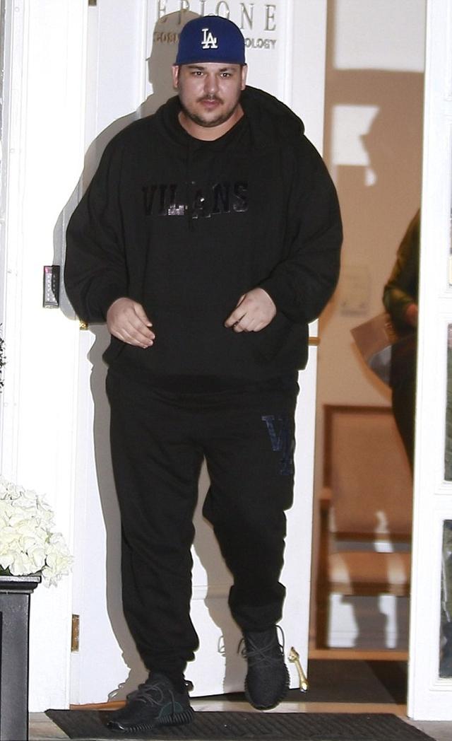 Rob na fotografijama od pre nekoliko dana deluje vidno mršavije (foto: FameFlyNet)