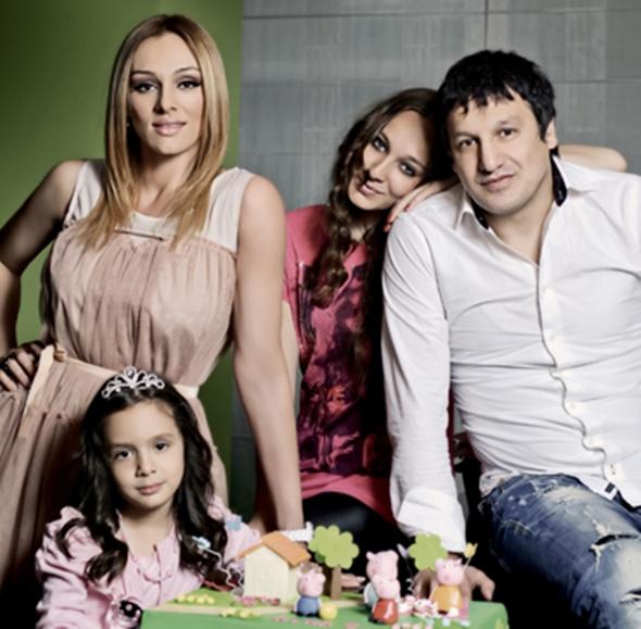 Anabela i Gagi sa ćerkama ( foto: Story.rs )
