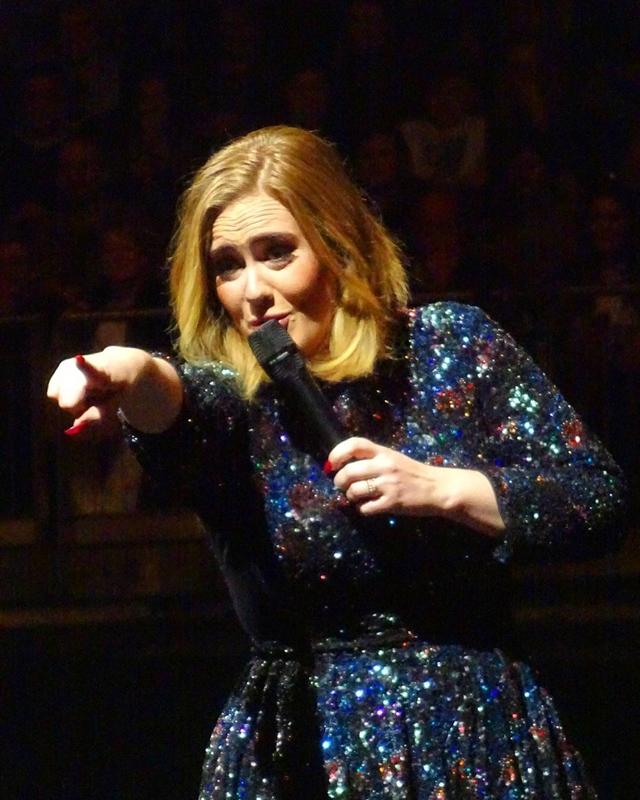 Adele je sve iznendila sa dva dijamantska prstena na ruci (foto: Instagram)