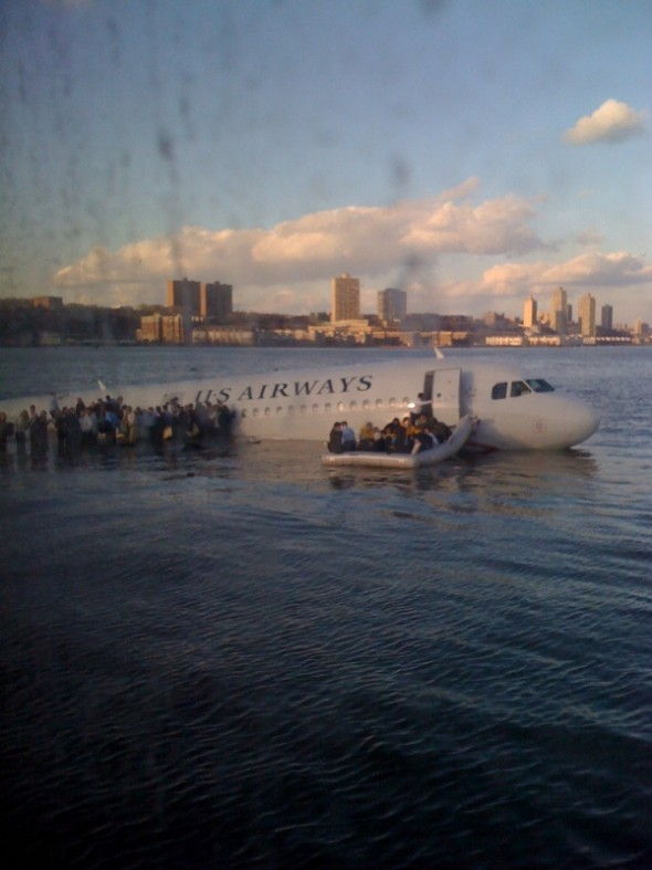 Akcija spasavanja putnika (foto: Twitter)