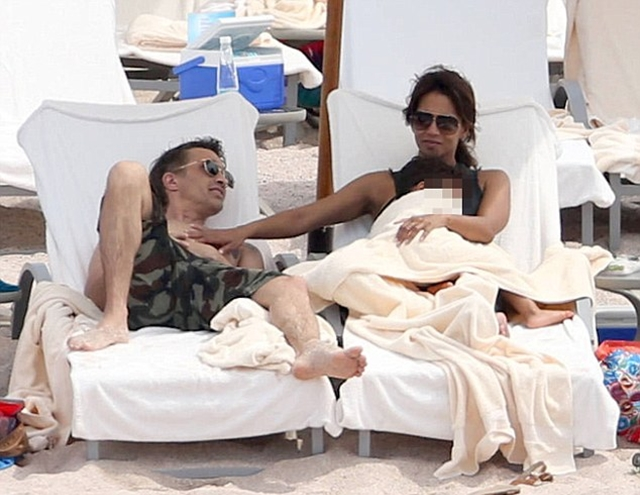 Halle i Olivier su delovali veoma blisko dok su uživali na plaži sa sinom (foto: FameFlyNet)