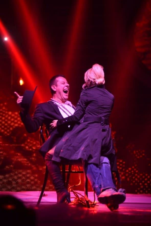 Vlado je oduševljen jer ga je Dara počastila plesom u krilo (foto: Prva TV)