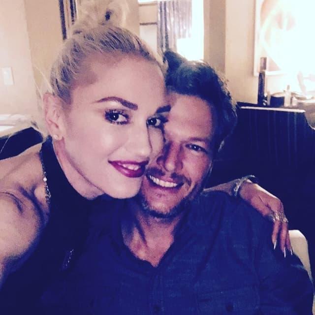Par u bekstejdžu pre nastupa (foto: Instagram)