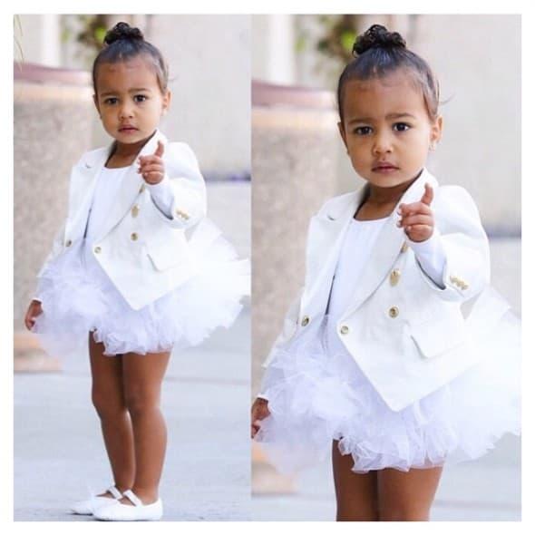 Kardashian/Jenner obožava Balmain odeću, zato se niko nije iznenadio kada se North pojavila u belom blejzeru koji košta 2000 dolara (foto: Instagram)