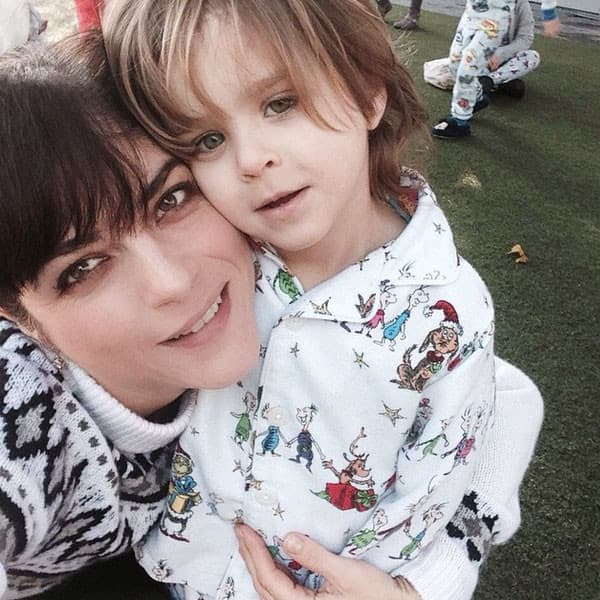 Glumica sa sinom koji je bio poref nje u avionu (foto: Instagram)