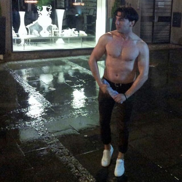 Sneki se pohvalila fotkom dečkovih mišića (foto: Instagram)