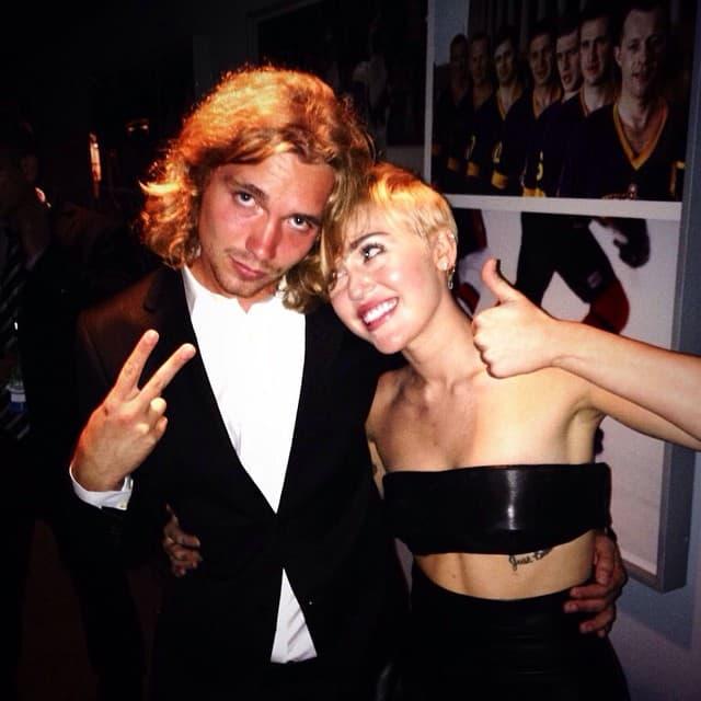Jessie sa Miley na dodeli VMA pre dve godine (foto: Twitter)