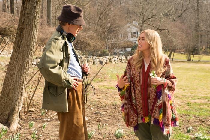 Miley u razgovoru sa rediteljem nove serije, Woody Allenom (foto: Amazon)