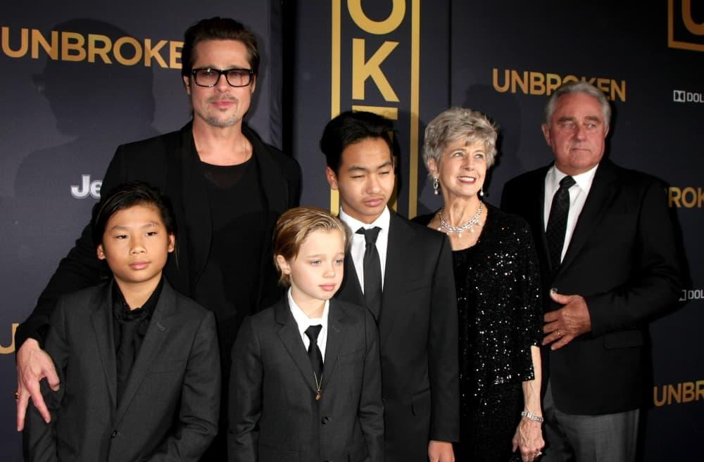 Glumac sa roditeljima i decom na rpemijeri Angelininog filma 'Unbroken' decembra 2014. godine (foto: Wenn)
