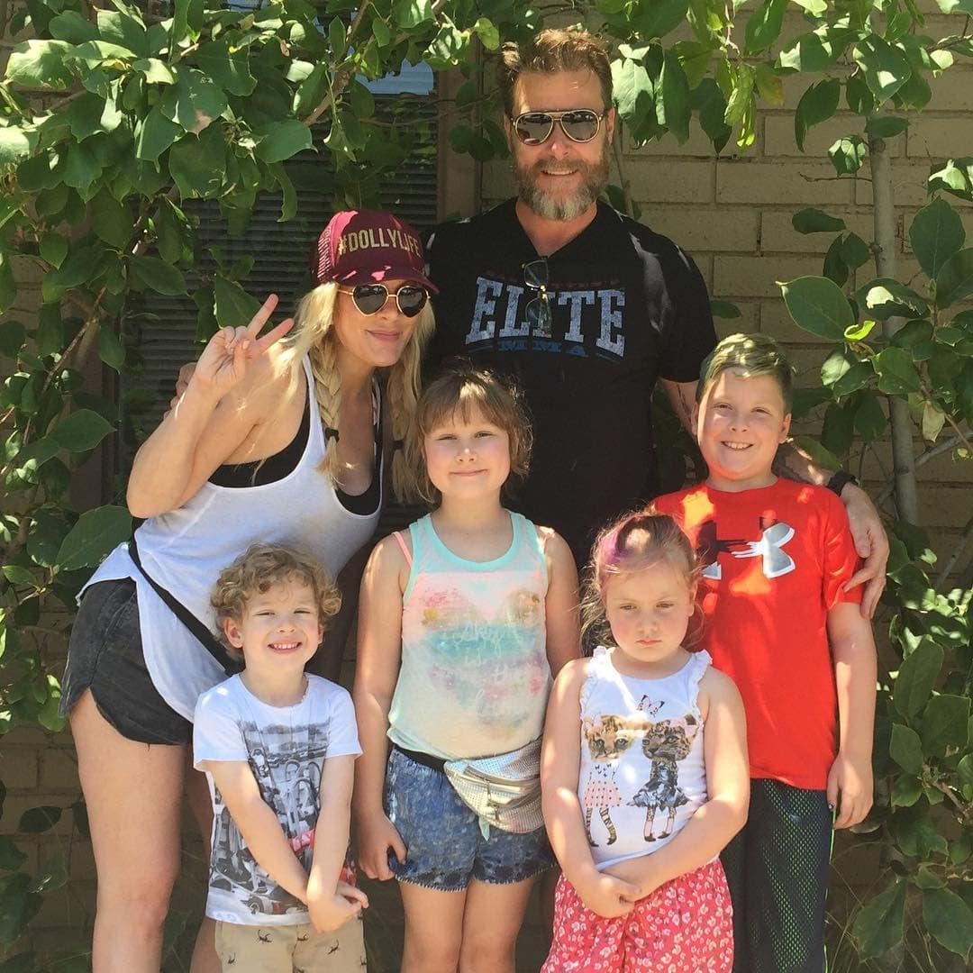 Porodica McDermott će uskoro biti bogatija za jednog člana (foto: Instagram/torispelling)
