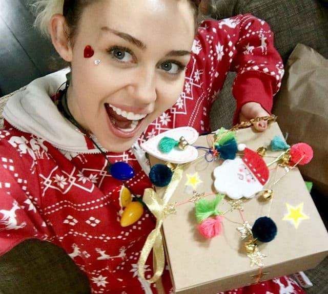 Miley u prazničnom raspoloženju..(foto: Instagram/mileycyrus)
