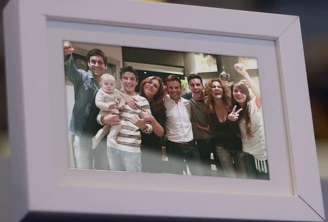 Cela porodica na okupu (foto: rtve.es)